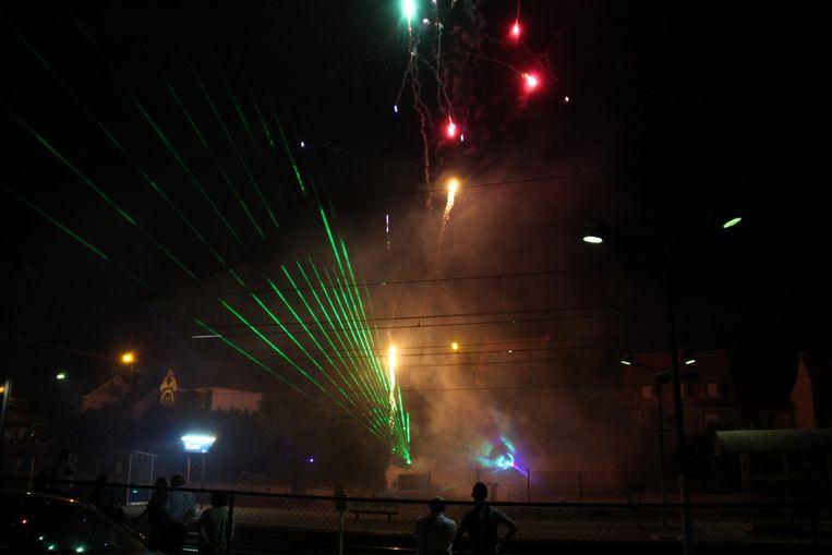 Tijdens de kermis in Burst werd het vuurwerk nog gecombineerd met een lasershow.