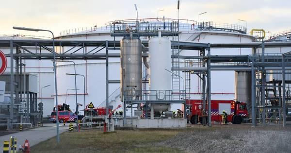 Ongeval met gevaarlijke stof bij bedrijf Oiltanking in Terneuzen.