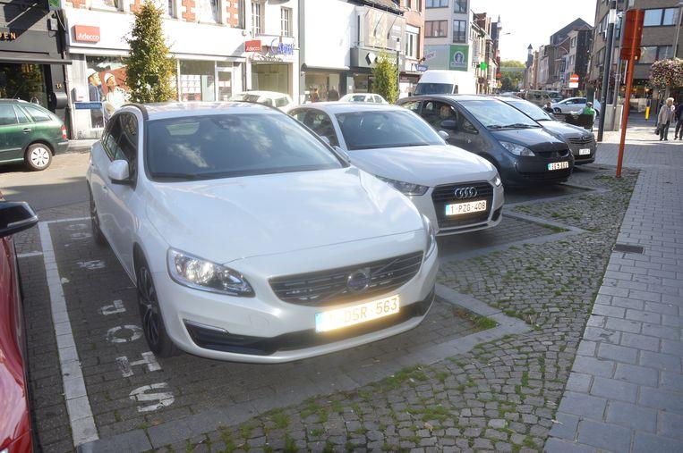 De shop & go-parkeerplaatsen op het Oudstrijdersplein.