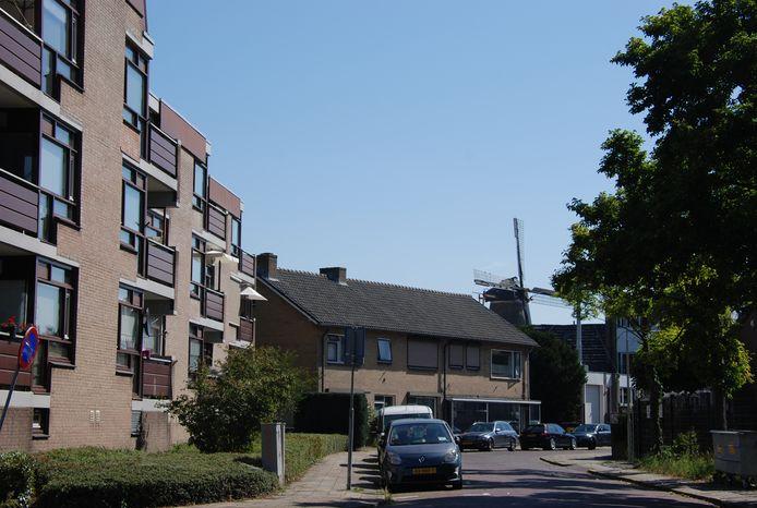 De Spelstraat in Wageningen, met vooraan Harntjeshof.  Op de plek van de twee-onder-eenkap moet een appartementencomplex komen.