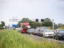 Plaatsen van matrixborden voor betere verkeersdoorstroming veroorzaakt flinke file op A28