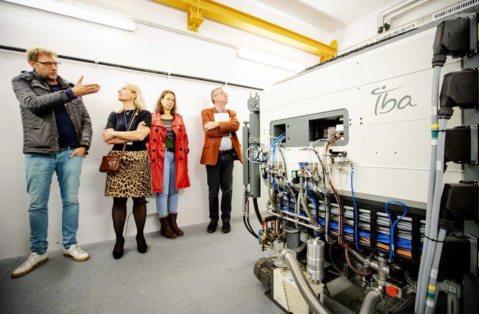 Een deeltjesversneller in de kelder van het Imaging Center. Hiermee wordt straks radioactiviteit opgewekt. Het apparaat staat in een bunker, met 1,5 meter dikke muren.