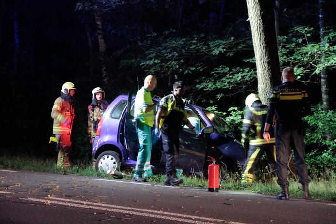 Eenzijdig ongeval bij Ermelo, bestuurster gewond