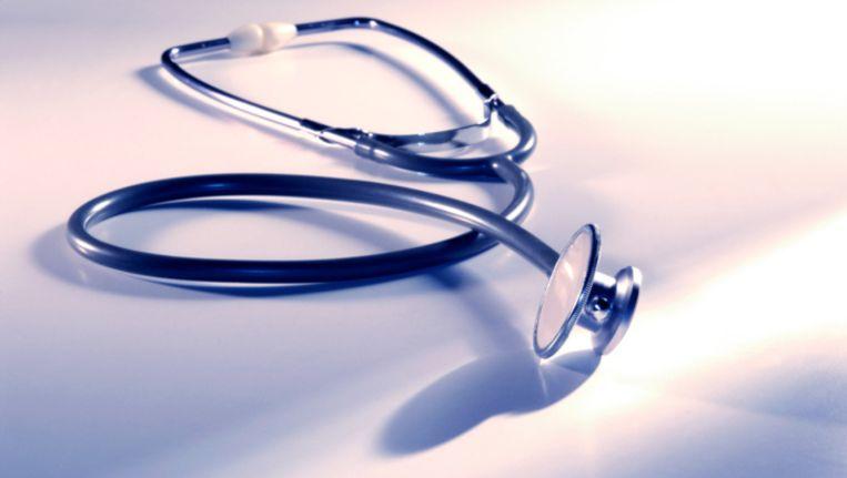 Telefonisten zonder medische achtergrond bepalen of een werknemer te ziek is om te werken. Beeld Thinkstock