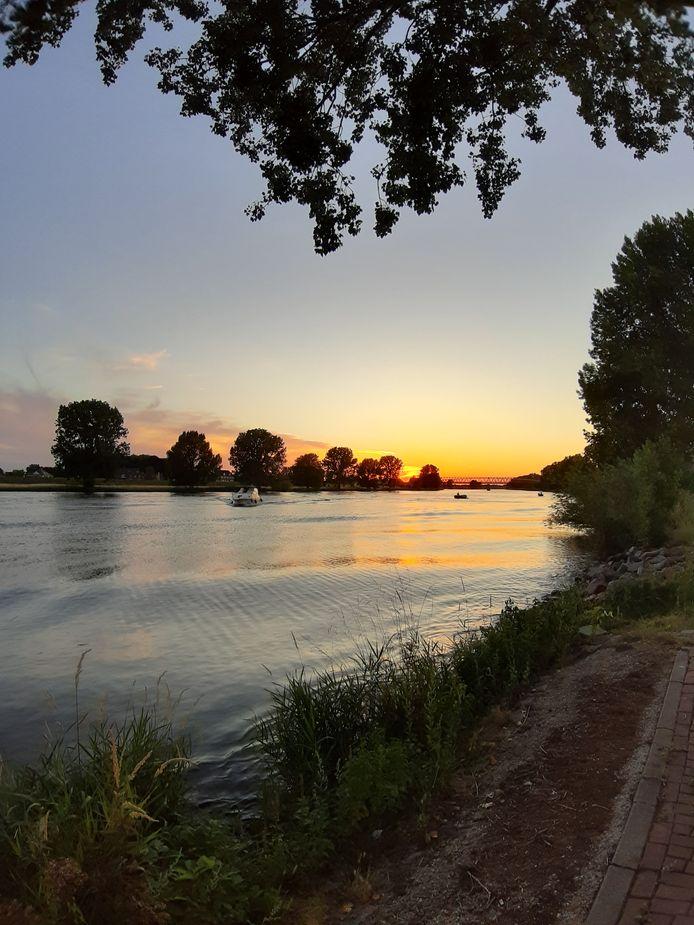 De Maas bij Mook