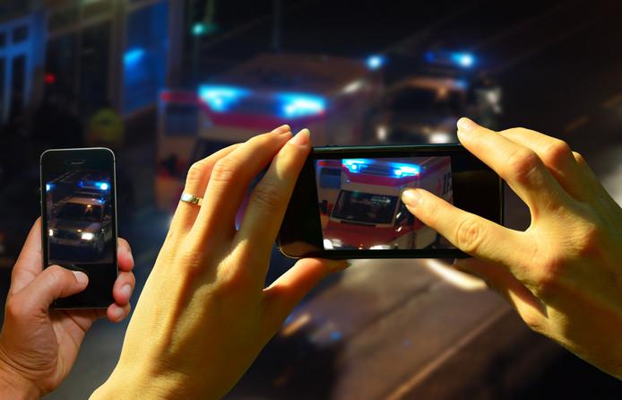 90 procent van de ondervraagden vindt het filmen van een ongeluk eigenlijk niet kunnen