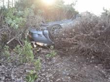 Grote schade nadat twee auto's frontaal op elkaar botsen in Almelo