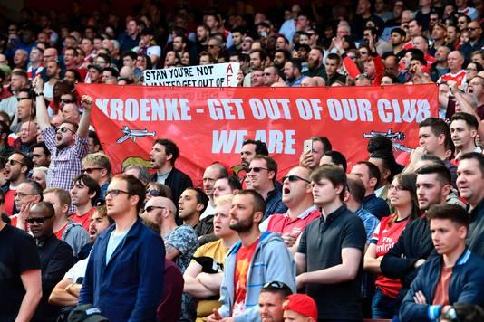 Arsenalfans protesteren tegen Stan Kroenke deze maand