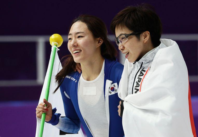 De Koreaanse Sang Hwa-Lee (links) gold als dé concurrente van Kodaira voor goud op de 500 meter, maar moest genoegen nemen met een tweede plaats. Beeld Getty Images