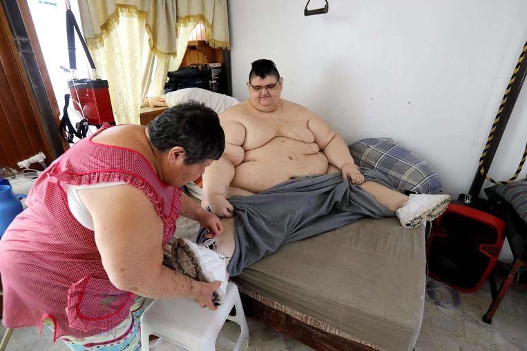 Juan Pedro wordt dagelijks verzorgd door zijn mama.