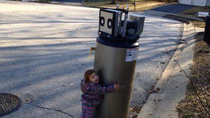 Het vertederende moment dat een klein meisje denkt dat de boiler een robot is