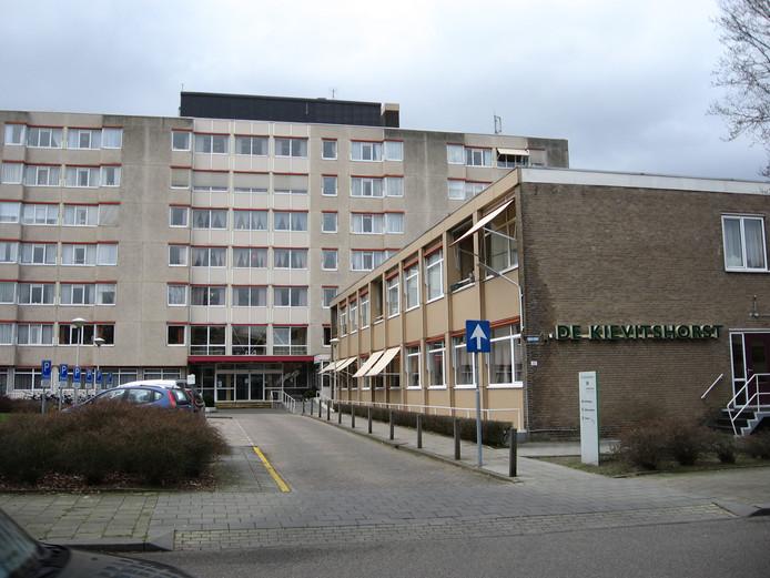 De entree van woonzorgcentrum de Kievitshorst aan de Beneluxlaan.