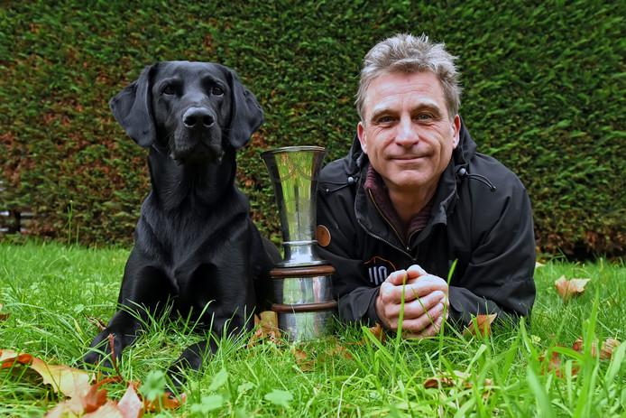 Joachim van Beek met zijn prijswinnende hond Bing alias Bink.