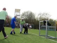"""Le premier tournoi de """"foot en marchant"""": """"On n'est jamais trop vieux pour marquer"""""""