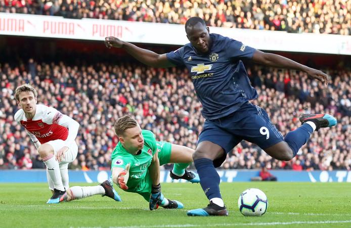 Romelu Lukaku namens Manchester United in actie tegen Arsenal.