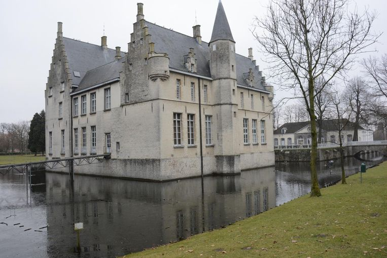 De zussen Goubau kochten met het geld van de erfenis van hun vader het kasteel in Beveren.