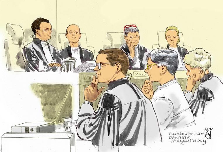 Rechtbanktekening van verpleeghuisarts Catharina A. tijdens de zitting in de rechtbank van Den Haag. Beeld ANP