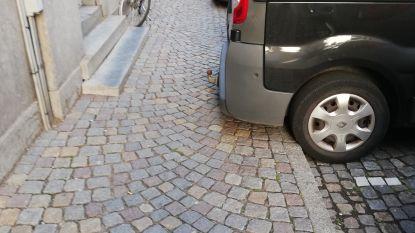 Moeten paaltjes auto's van stoep Keizerstraat houden?