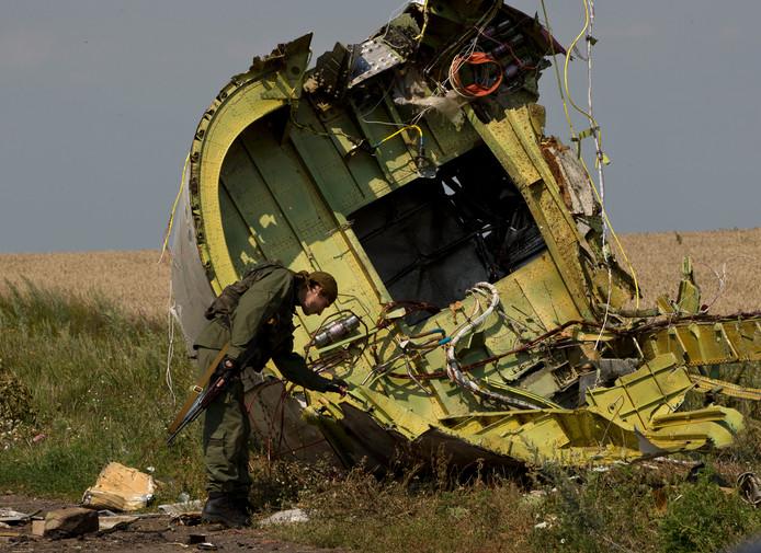 Een deel van het MH17-toestel, kort nadat het was neergehaald boven Oekraïens grondgebied.