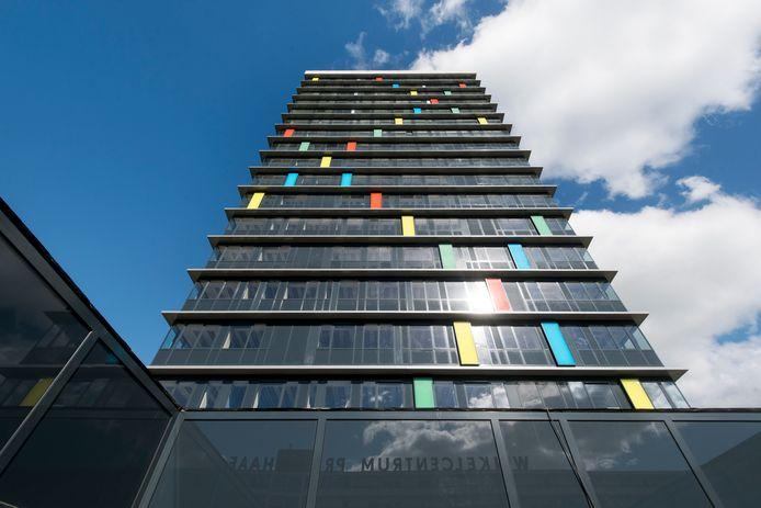 De Helix-toren in Presikhaaf, voorheen kantoor van Rijkswaterstaat, is het grootste bezit in Arnhem van studentenhuisvester SSH&. Archieffoto: Gerard Burgers