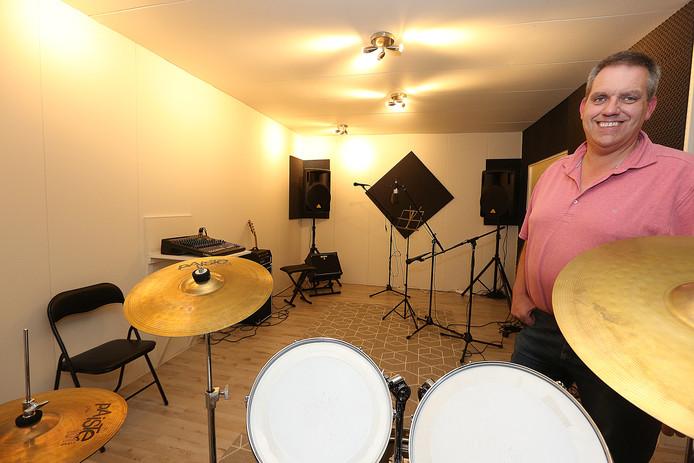 Ben Gotink in zijn fonkelnieuwe opname en oefenmuziekstudio onder de naam SC Multimedia.
