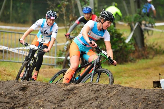 Annemieke Veenkamp is Annette Bogstra bij het fietsen nog de baas