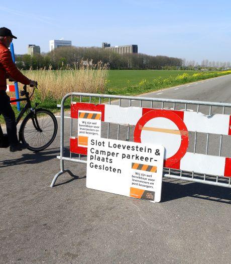 Niet alleen Slot Loevestein is dicht, ook de parkeerplaats is verboden terrein