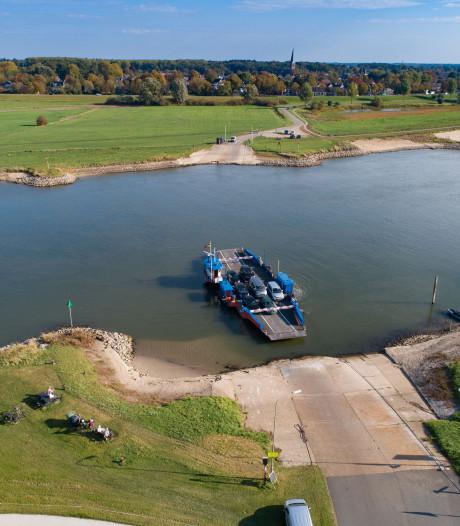 Militairen komen IJssel bij Olst niet over: te laag water