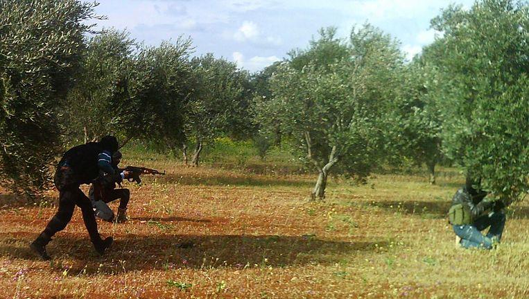 Strijders van het Vrije Syrische Leger in de Syrische provincie Idlib. Beeld REUTERS