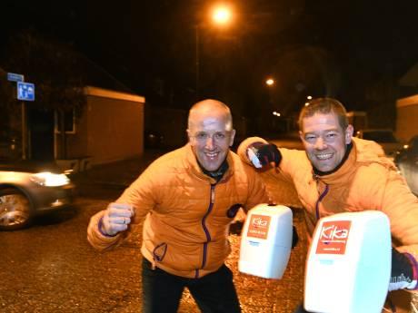 'We kregen zelfs briefgeld': Marcel en Marcel verrast bij eerste collecte na ophef door politieblunder