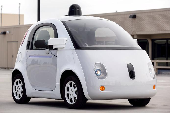 Een prototype van Google's zelfrijdende auto's. Ze rijden al op de wegen van Californië om de technologie te testen