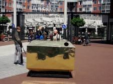 Straatbeeld: Glasbak blinkt van goud