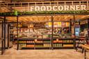 Bij de Food Markt kan niet alleen worden gewinkeld, maar ook geconsumeerd.