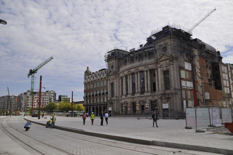 Op het nieuwe Operaplein in Antwerpen worden de laatste bovengrondse werken uitgevoerd.