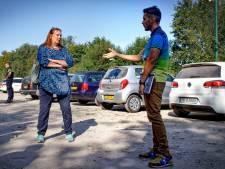 Arbeidsmigranten bezoeken? Ook voor Europarlementariër gaat in Kaatsheuvel de poort op slot