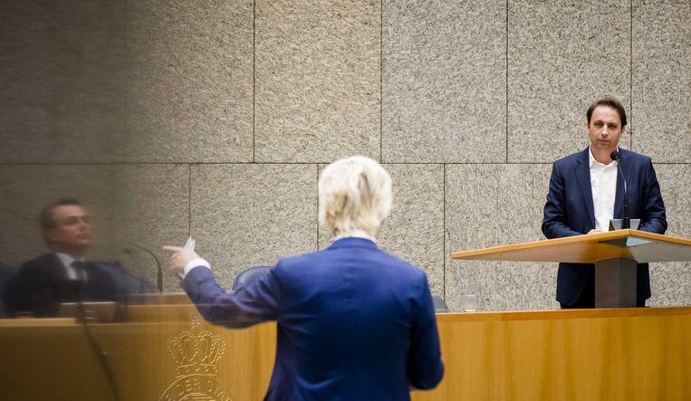 Staatssecretaris Mark Harbers van justitie en veiligheid (VVD), Geert Wilders (PVV) en Maarten Groothuizen (D66) tijdens het debat over een versoepeling van het kinderpardon. ANP BART MAAT Beeld ANP