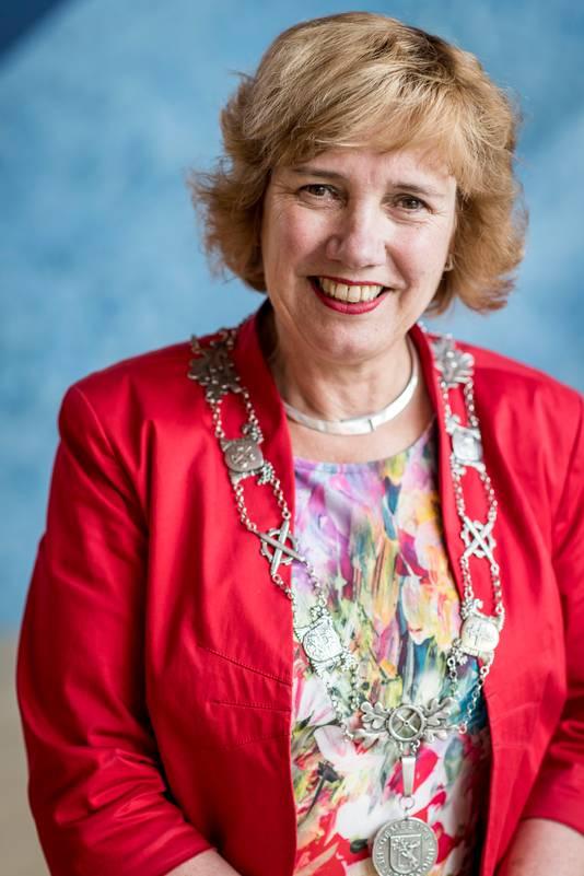 Burgemeester Anneke Raven deelde een reprimande aan de verkeerde uit.