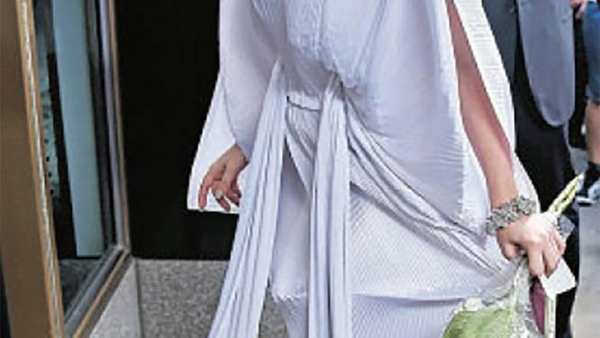 Dan toch huwelijk? Lady Gaga shopt voor trouwjurk