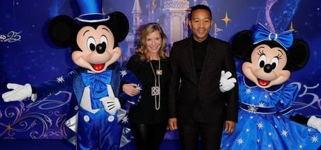 John Legend treedt op in Disneyland