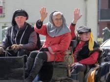 Te koop bij menvereniging: middeleeuwse kleren 750 jaar Loon op Zand