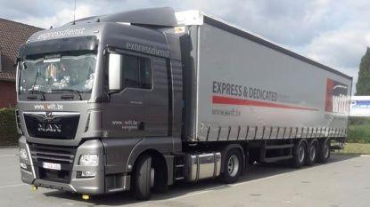 Dieven spelen gepikte trailer na dik kwartier alweer kwijt: gevaarte belandt naast de weg