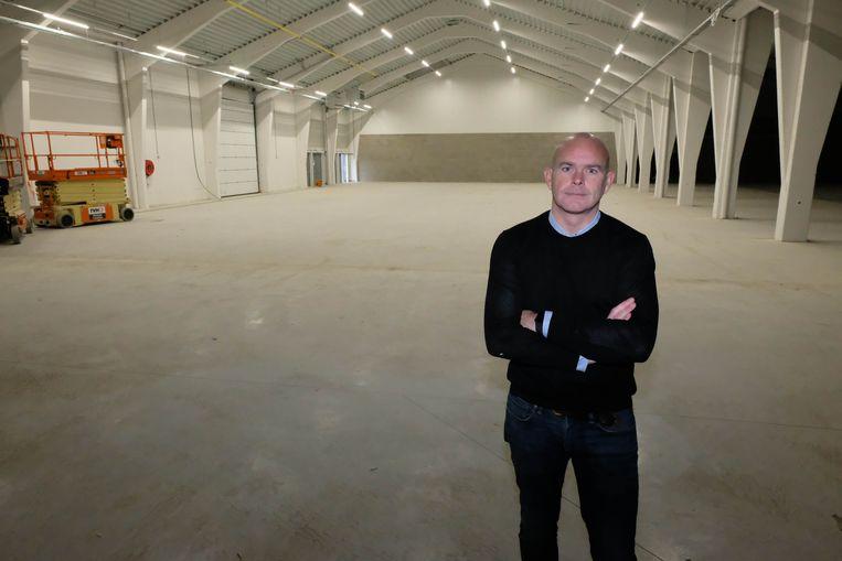 Schepen van Openbare Werken Peter De Vooght in het vernieuwde Gemeenschapscentrum Klein Boom.