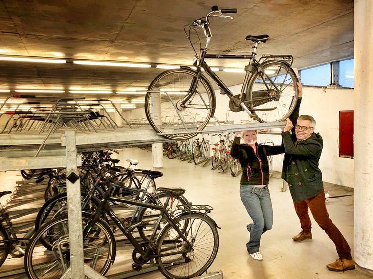Gemeenteraadsleden Lies Verlinden en Zeger Debyser van N-VA Leuven zijn bezorgd over de gebruiksvriendelijkheid van de Leuvense fietsenparkings.