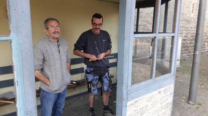 70 jaar oude bushokje weer hersteld