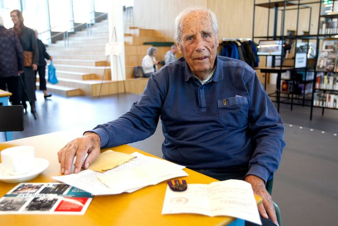 Arnold van de Lande (93) vertelde over een fietstocht van Deventer naar Arnhem, dwars door de linies, om maar te voorkomen dat ze door de Duitsers ingezet zouden worden.