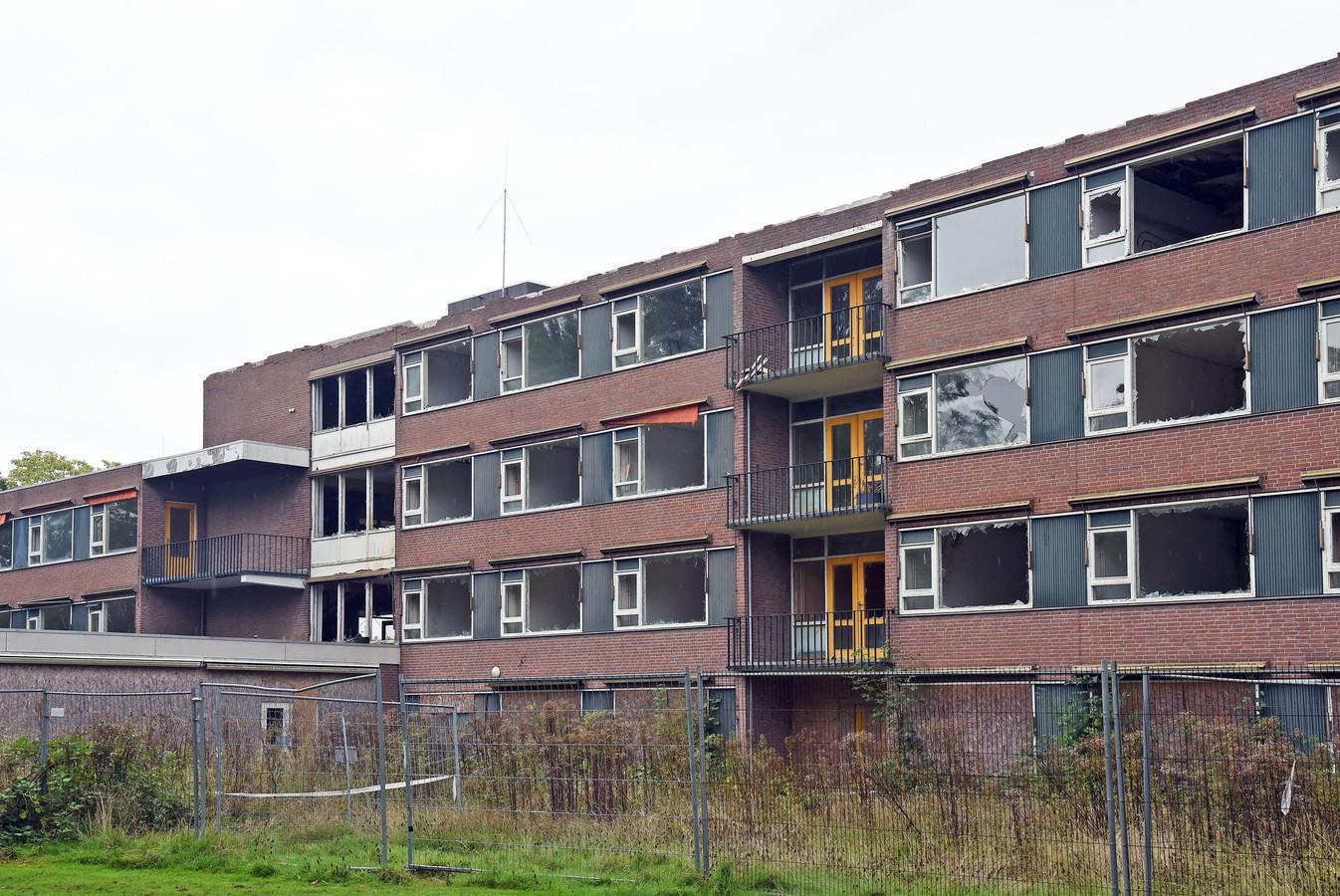 07996374adf Voormalig verzorgingstehuis Ter Schelde in Breskens staat al jaren te  verpauperen.