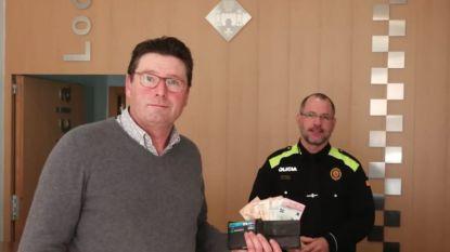 Kerstmirakel: Spaanse zwerver vindt portefeuille met 1.000 euro en bezorgt hem volledig terug aan Belgische eigenaar