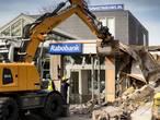 'Kamperen' in gedeeltelijk door plofkraak verwoest gebouw