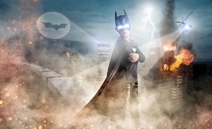 Zoon Benjamin als Batman. De foto is gemaakt vanaf het WTC.