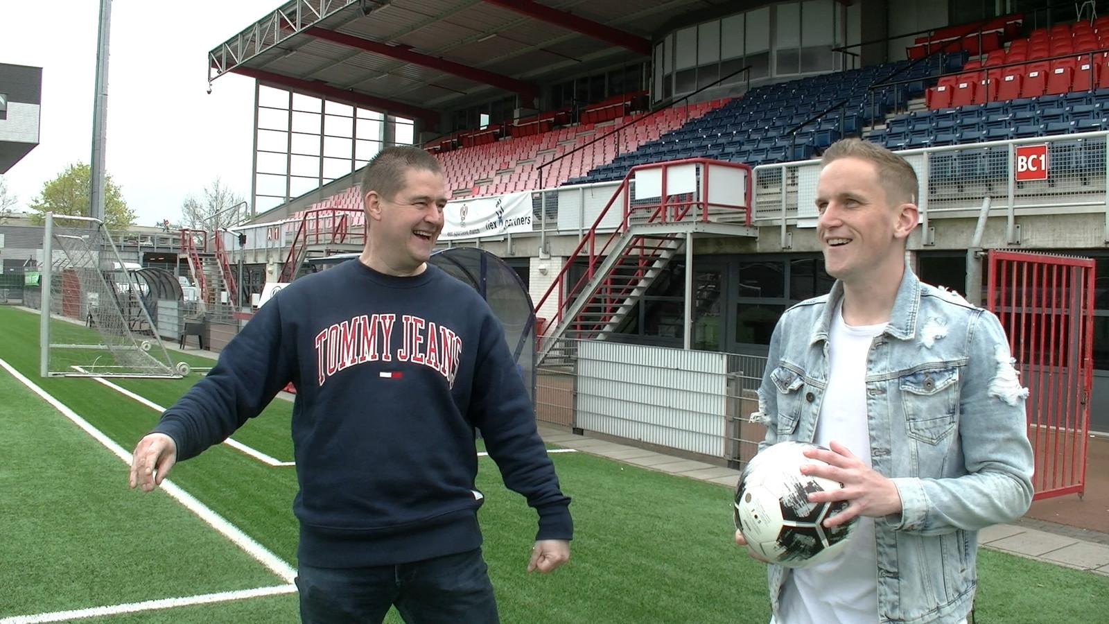 Verslaggever Dennis Arentsen in gesprek met Sjoerd Overgoor.